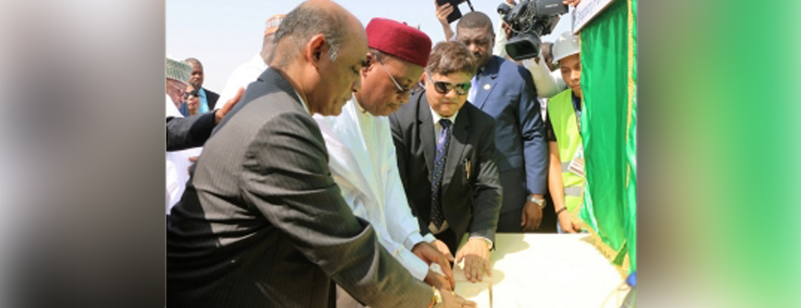 Ambassador with H.E. Mr. Mahamadou Issoufou, President of the Republic of Niger – Laying the Foundation Stone of the Mahatma Gandhi International Convention Centre in Niamey on 3 October, 2018